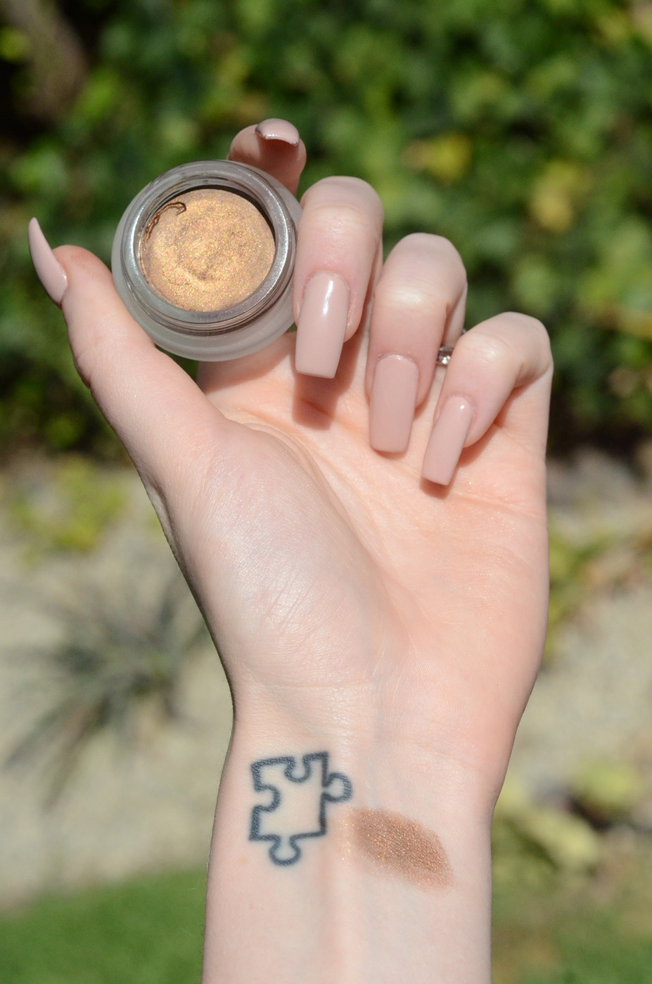 au naturale creme shadow in coffee