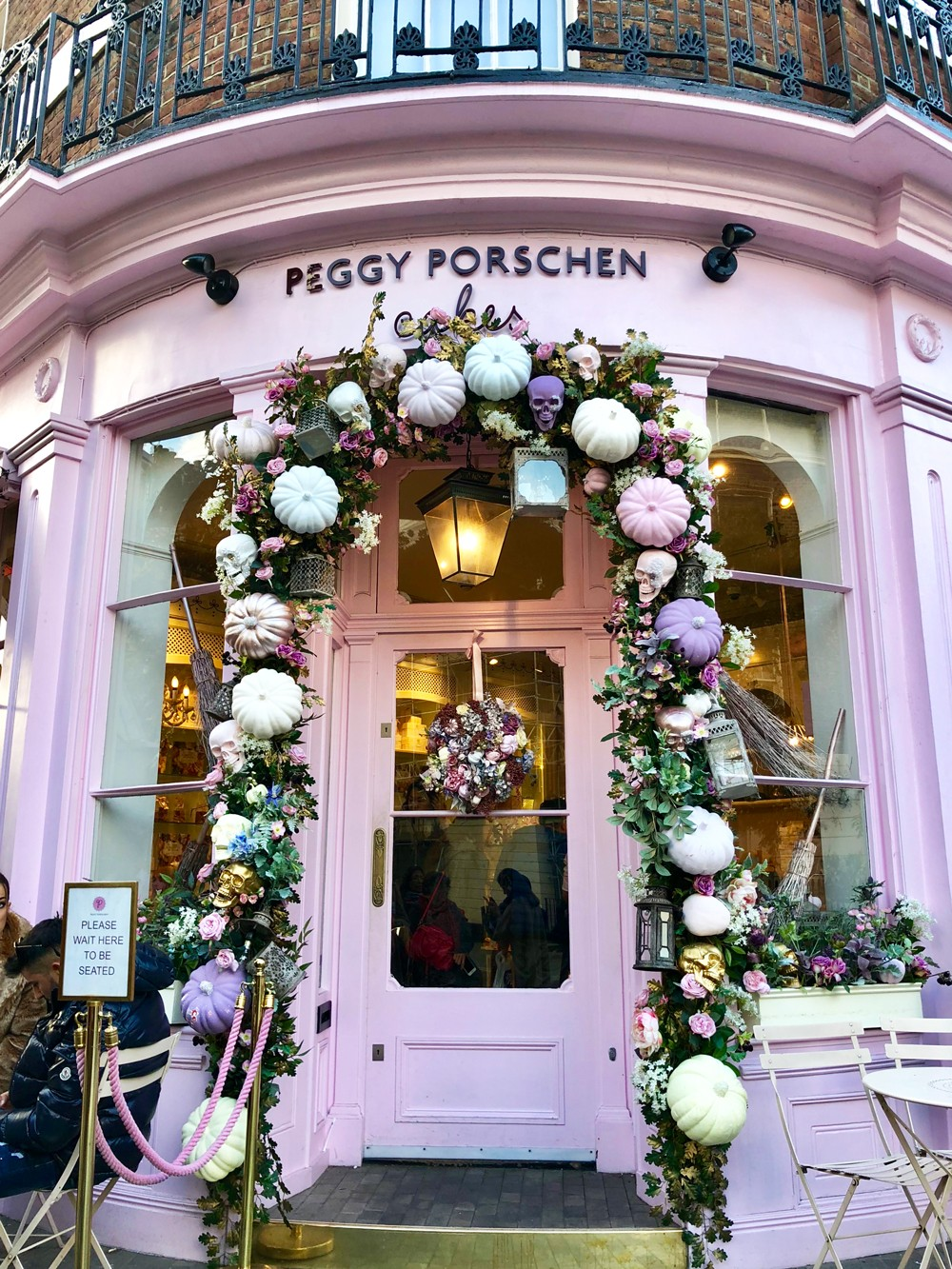 Couples Guide to London - Peggy Porschen Bakery Cupcakes