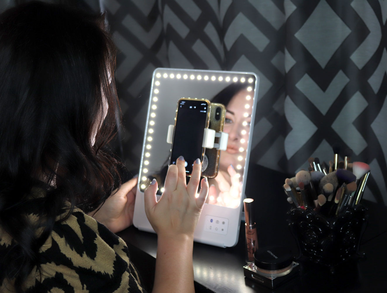Glamcor Riki Skinny Lighted Selfie BlueTooth Mirror Review