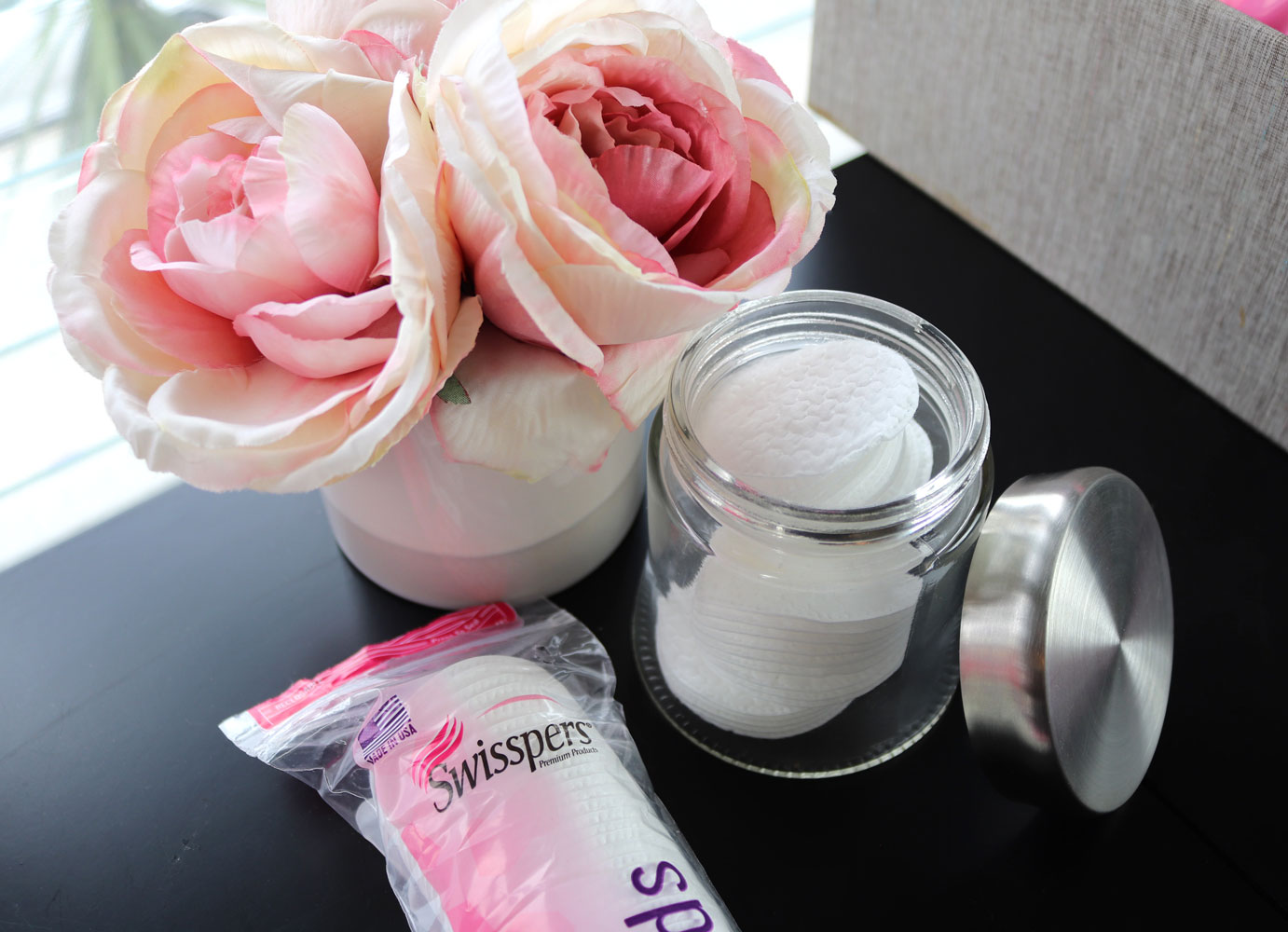 Swisspers cotton premium rounds for makeup removal and cleansing